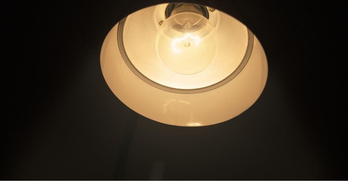 60 watt bulb in 40 watt lamp