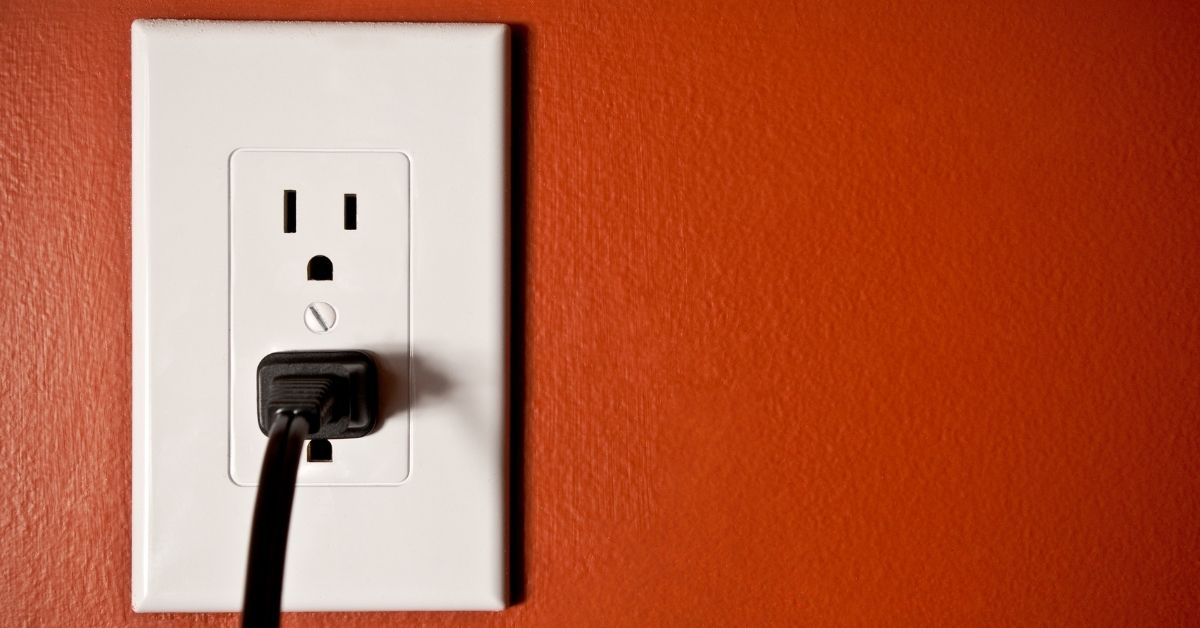 how many watts can an outlet handle